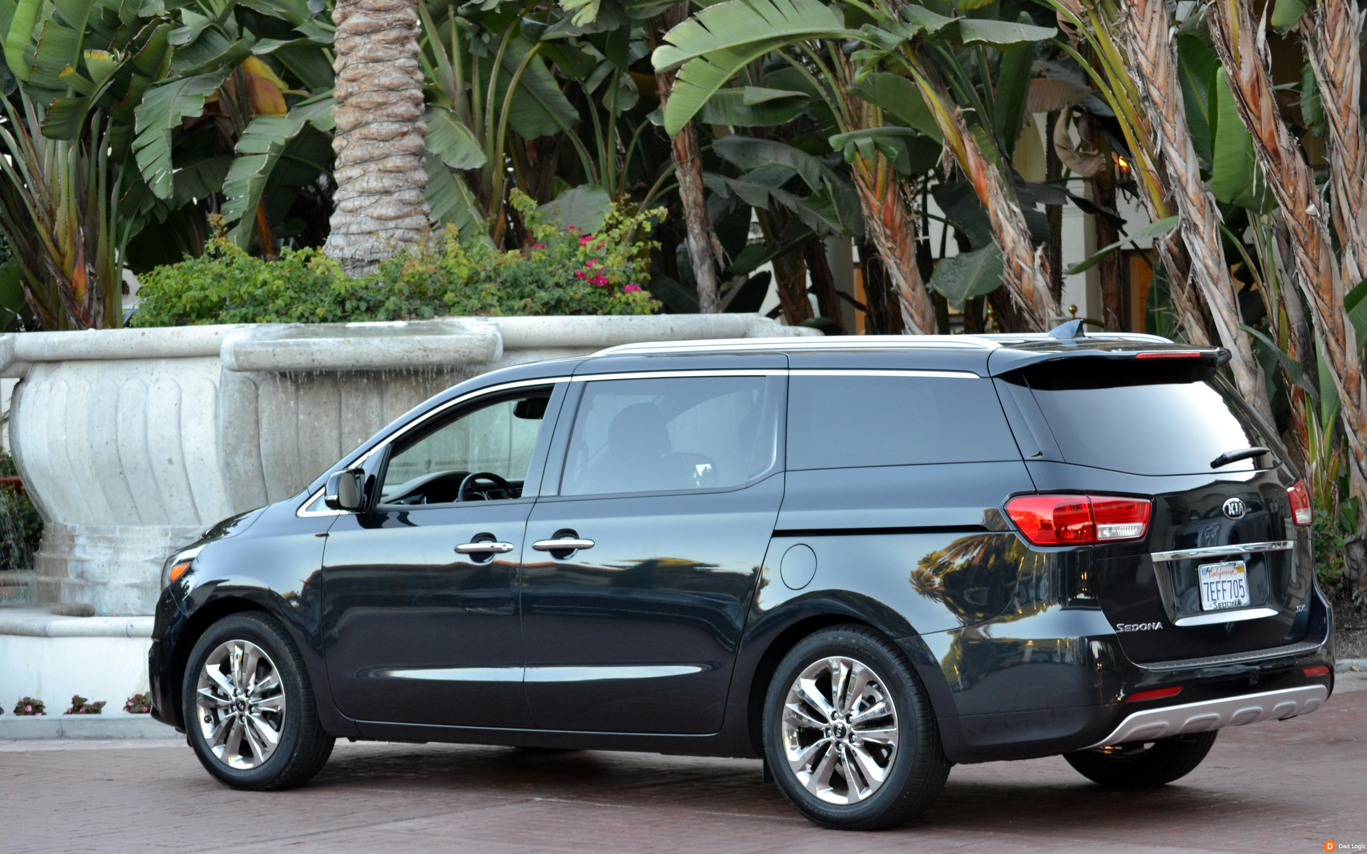 the 2015 kia sedona will change how you view the family wagon dad logic. Black Bedroom Furniture Sets. Home Design Ideas