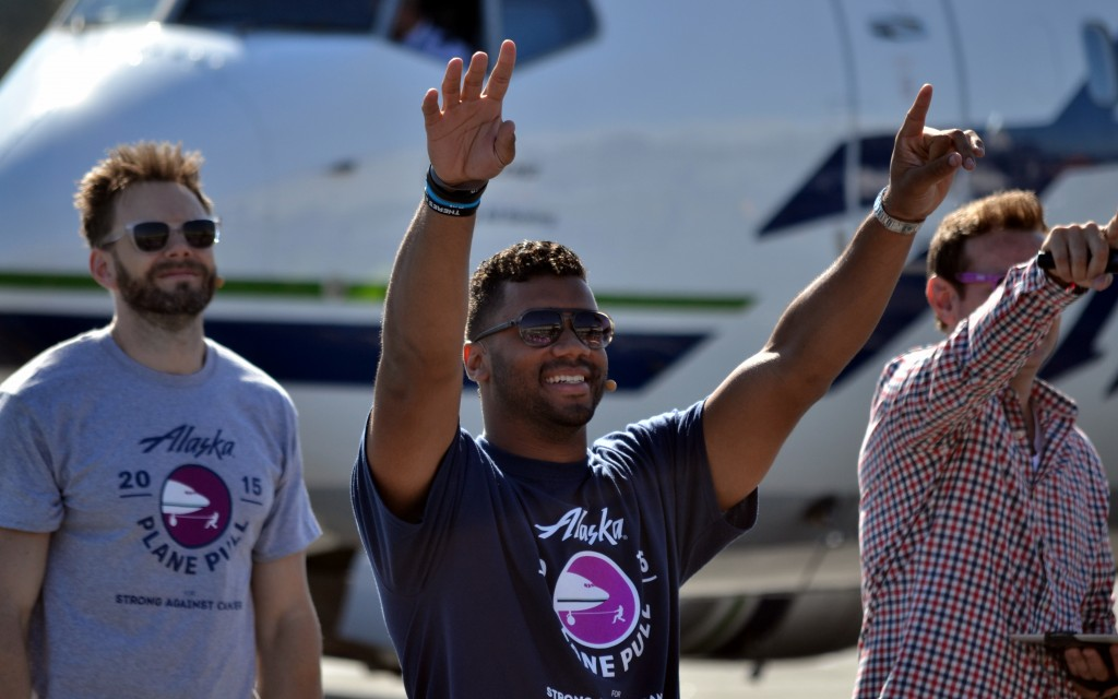 Seattle Seahawks Quarterback Russell Wilson Pulls a Boeing 737-800 in Record Time